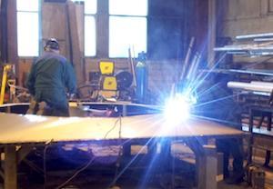 Teemme ammattitaidolla hitsaustyöt teollisuuden ja rakennusurakoitsijoiden